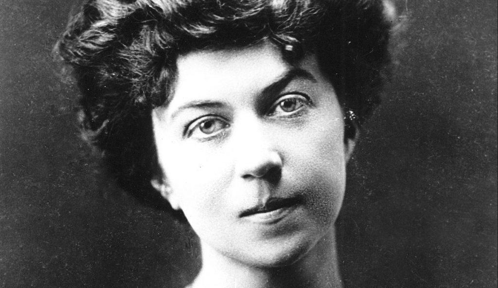 Alexandra Kollontaj ble født i St. Petersburg i 1972, og døde i Moskva i 1952. Hun oppholdt seg i Norge i to perioder, 1915-17 og 1922-1930, avbrutt av et år i Mexico 1926-27.